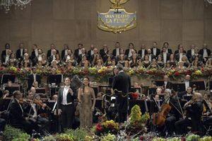 Il Concerto di Capodanno dal Teatro la Fenice di Venezia dell'anno scorso. In alto: Riccardo Muti.