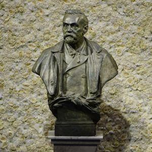Una statua di Nobel a Stoccolma (Svezia). Foto Ansa.