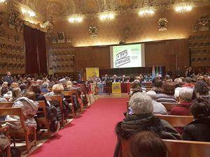 """Il convengo di Padova del 4 e 5 dicembre. In copertina: una manifestazione per la pace per chiedere """"tutti i diritti per tutti""""."""