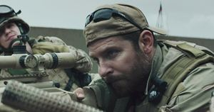"Chris Kyle nel film ""American Sniper"" interpretato da Bradley Cooper"