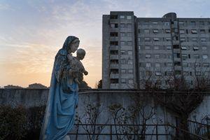 La statua della Madonna nell'atrio esterno della parrocchia (foto Giovanni Panizza)