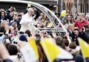Il Papa a Carpi, bagno di folla