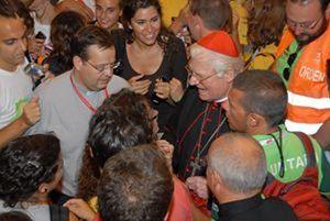 Il cardinale Angelo Scola incontra i giovani all'inizio del suo mandato come arcivescovo di Milano (2011).