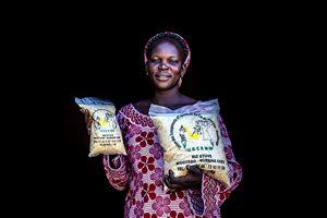 """Il riso prodotto dalla cooperativa di 190 donne del Burkina Faso, sostenute anche dalla campagna """"Abbiamo riso per una cosa seria""""."""
