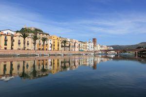 Una veduta di Bosa, in provincia di Oristano, l'unica città della Sardegna attraversata da un fiume navigabile, il Temo.