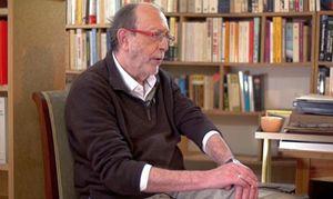 """Alain De Benoist, ideologo della nuova destra francese e punto di riferimento degli Identitari. In copertina: Un momento di formazione ai """"campi estivi"""" del gruppo italiano (immagine tratta dal loro sito ufficiale)"""