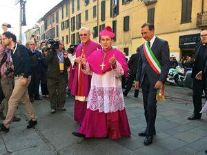 Monsignor Mario Delpini accolta dal sindaco di Milano, Giuseppe Sala (Ansa)