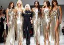 A Milano tornano a sfilare le modelle amate da Gianni Versace, a 20 anni dalla sua scomparsa