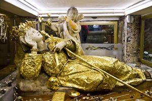 la statua di Santa Rosalia nel Santuario di Monte Pellegrino