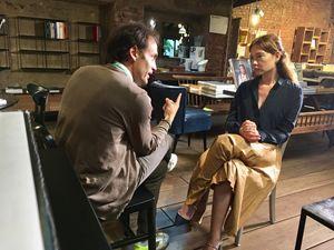 Don Marzo Pozza durante l'intervista con l'attrice Cristiana Capotondi