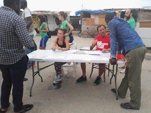 Massimiliano Arena, 46 anni, a Borgo Mezzanone, offre assistenza ai migranti