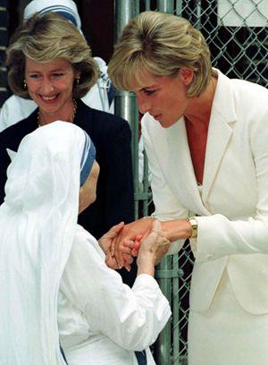 Madre Teresa e Lady Diana (foto nell'articolo: Reuters)