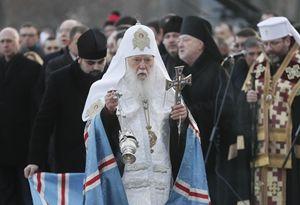 Il Patriarca ortodossa di Kiev Filaret, 89 anni (in alto, a fianco del presidente ucraino Petro Proshenko). Le fotografie di questo servizio sono dell'agenzia Ansa.