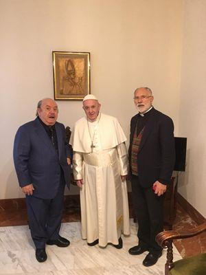 Lino Banfi (82 anni) con papa Francesco e don Sergio Mercanzin a Casa Santa Marta