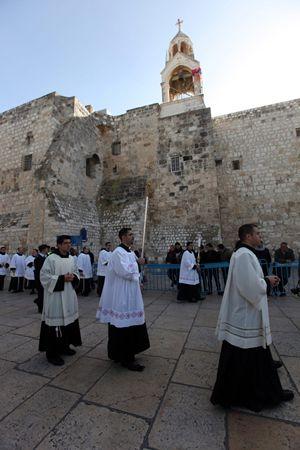 Celebrazioni per il Natale a Betlemme, punto di partenza del nuovo cammino di pellegrinaggio (foto Ansa)