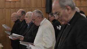 Alcuni momenti degli esercizi spirituali ad Ariccia. Le foto del servizio sono tutte di Vatican Media.
