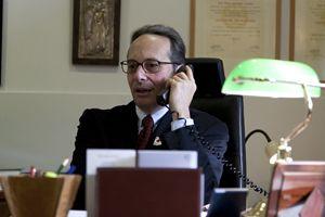 Il dottore Alessandro De Franciscis nel suo ufficio a Lourdes