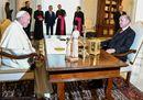 """Il """"sultano"""" incontra Francesco, tra richiami sui diritti umani e proteste filo-curde"""