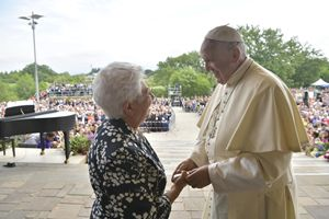Papa Francesco e Maria Voce, foto Ansa. Tutte le immagini a corredo del reportage sono dell'agenzia Ansa.