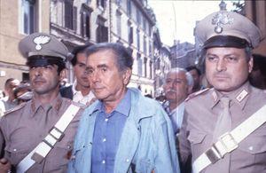 Un'immagine del triste giorno dell'arresto