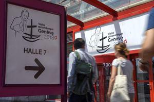 Così Ginevra aspetta il Papa. Foto Ansa.