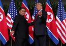 Stretta di mano fra Trump e Kim Jong-un, inizia una nuova epoca