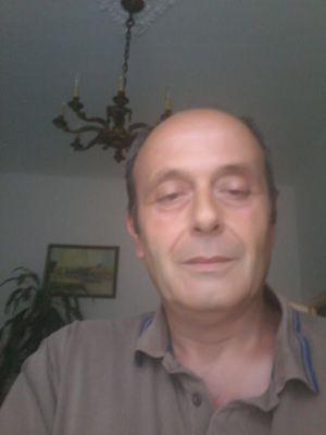 Riccardo Milani durante l'intervista con Famiglia Cristiana. Foto di Luca Rolandi. La foto in alto e in copertina è stata scattata dai Vigili del fuoco di Genova e distribuita dall'agenzia di stampa Ansa..