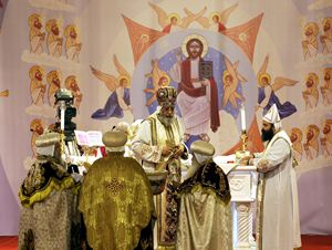 Papa Tawadros II, patriarca della Chiesa copta ortodossa egiziana, durante la celebrazione della messa di Natale nella Cattedrale della Natività (foto Ansa).