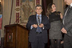 Il medico di Lampedusa Pietro Bartolo con il premio