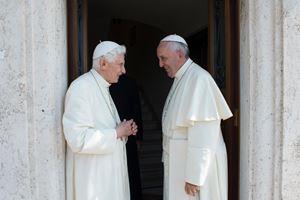 Papa Francesco con il Papa emerito Benedetto XVI nel 2015