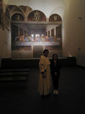 Padre Guido Bendinelli, (67 anni), priore del convento domenica di Santa Maria delle Grazie, a Milano, con Michela Palazzo (56), direttrice del Museo del Cenacolo Vinciano, nella sala che custodisce il capolavoro