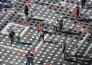 Milano, diecimila piatti vuoti in piazza Duomo per dire no alla fame