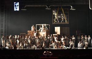 Una scena di Nabucco, in programma al Teatro Regio.