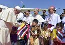Il Papa in Thailandia, le immagini dell'arrivo