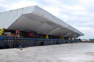 L'arrivo alla bocca di porto di Malamocco, il 6 settembre 2016, di 4 paratoie del Mose.