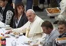 Le immagini più belle del pranzo del Papa con i poveri