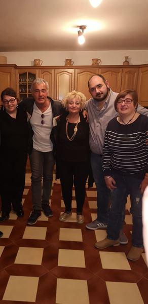 Massimo Giletti a casa delle sorelle Napoli. Con loro anche Salvatore Battaglia cui è stata incendiata l'auto per la vicinanza dimostrata alle tre coraggiose donne.