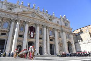 Piazza San Pietro durante la Benedizione Urbi et orbi il 25 dicembre 2019. Foto: Osservatore Romano/Vatican.va (in alto e in copertina: foto dell'agenzia Reuters).