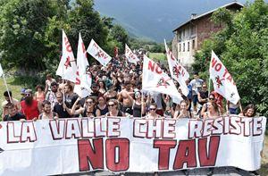 Una manifestazione No Tav in Val Susa, il 28 luglio 2018. Foto Ansa.