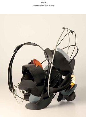 """""""Entità"""", una delle sculture di Giuseppe Locati in mostra."""