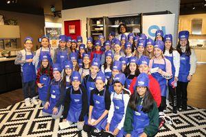 Gli studenti del'Istituto comprensivo di Treia con lo chef Borghese nello showroom di Lube a Treia