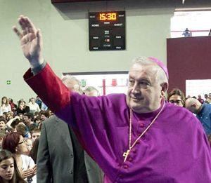 Monsignor Franco Giulio Brambilla, vescovo di Novara (foto Ansa)