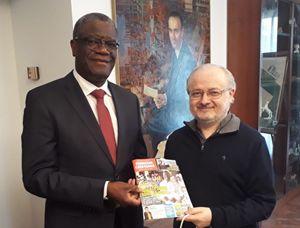 Milano, 22 maggio 2019. Denis Mukwege con il direttore di Famiglia Cristiana, don Antonio Rizzolo, nella sede della Periodici San Paolo.