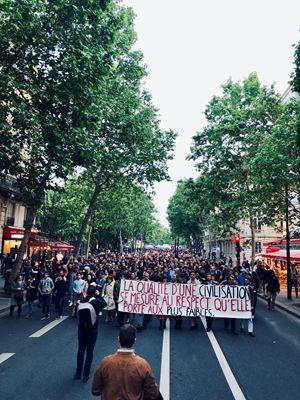 La marcia di solidarietà per i genitori Lambert avvenuta a Parigi il 20 maggio