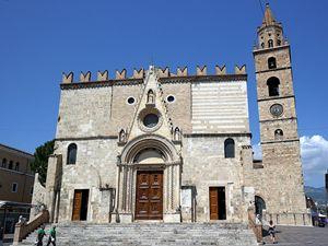 """Il duomo di Teramo. Foto di Luca Aless [<a href=""""https://creativecommons.org/licenses/by-sa/4.0"""">CC BY-SA 4.0</a>], <a href=""""https://commons.wikimedia.org/wiki/File:Teramo_-_Duomo_04.jpg"""">via Wikimedia Commons</a>"""