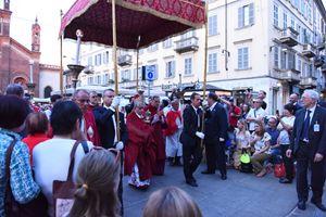 La processione eucaristica diocesana del Corpus Domini presieduta dall'arcivescovo Mario Delpini a Milano