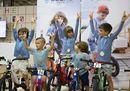 La sfilata di moda junior a Pitti Bimbo si fa anche in bicicletta
