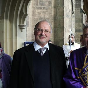 Gavin Ashenden (65 anni), vescovo anglicano e cappellano della Regina dal 2007 al  2017, è un scaerdote cattolico dal 2019