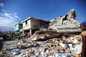 Le macerie di un edificio crollato a Port-au-Prince, all'epoca del terremoto (Tutte le foto del servizio sono di MSF).
