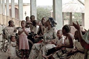 Qui e in copertina due immagini del Centro di Samgmelima, gestito in Camerun da Dokita onlus.